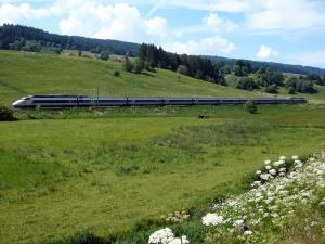 TGV_Paris-Berne_près_de_la_frontière_Franco-Suisse